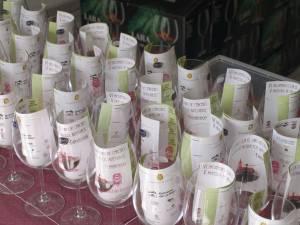 Copas y vales para degustación de vino