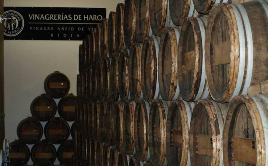 Crianza del vinagre en barricas