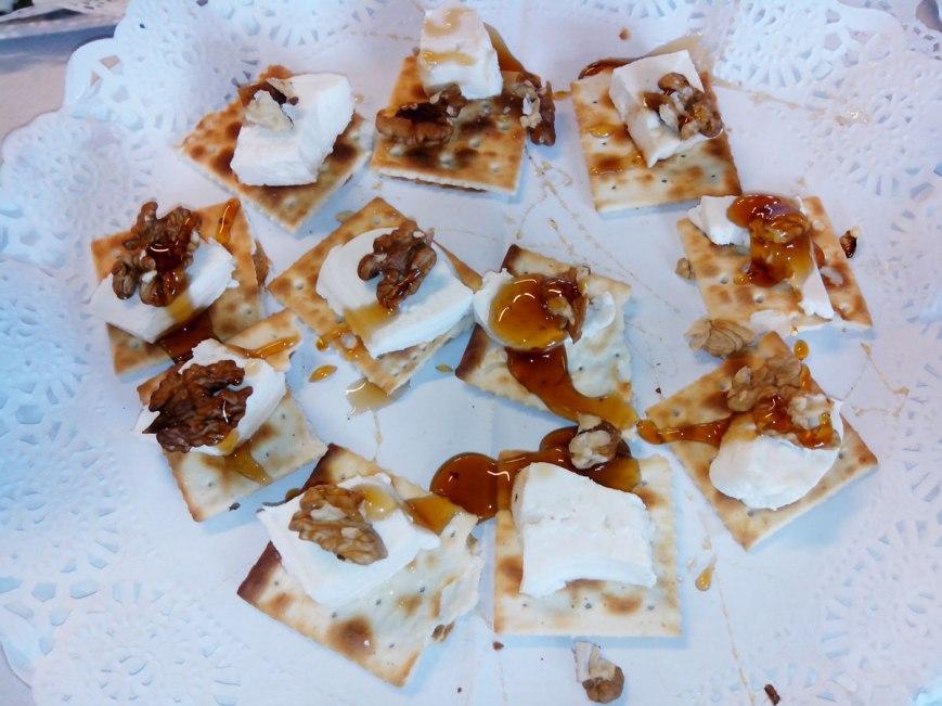 tostada-de-queso-fresco-con-miel-y-nueces-ecológicas