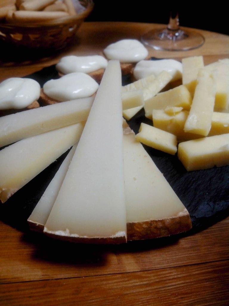 Calle Laurel de Logroño. Degustación de quesos
