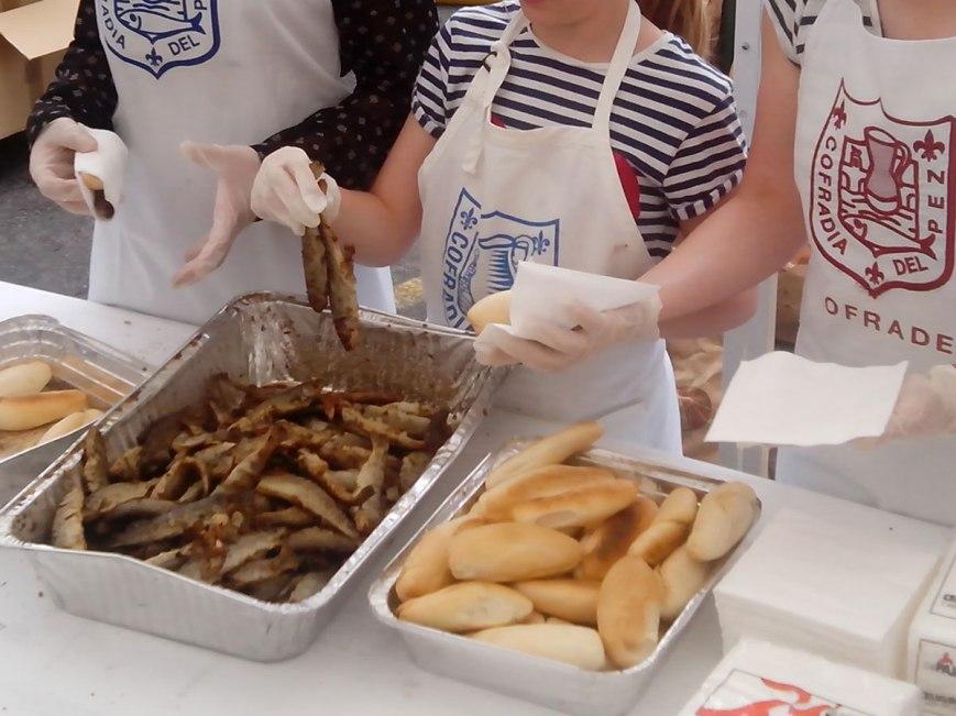 Reparto del pan, pez y vino en San Bernabé