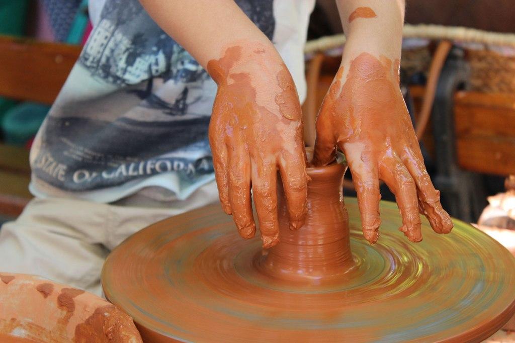 taller-de-artesanía,-alfarería